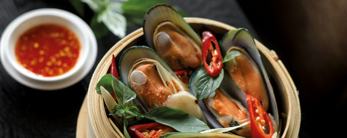 15: Steamed Mussels in Thai Herbs